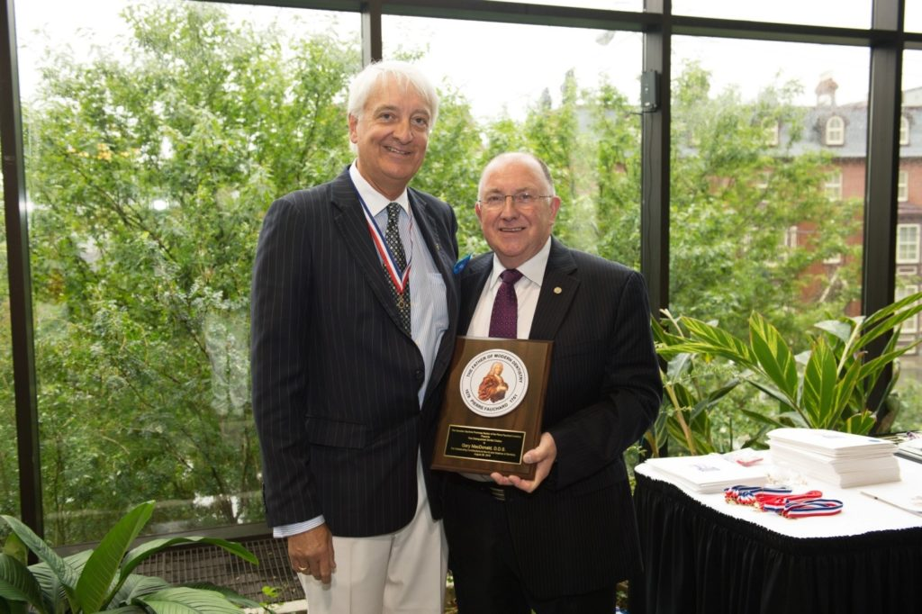 Dr. Alf Dean presents Dr. Gary MacDonald with the Distinguished Service Award.